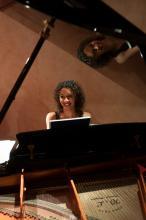 Francouzská klavíristka Justine Verdier - (foto Guillermo Mendo) - http://Festival.Brikcius.com
